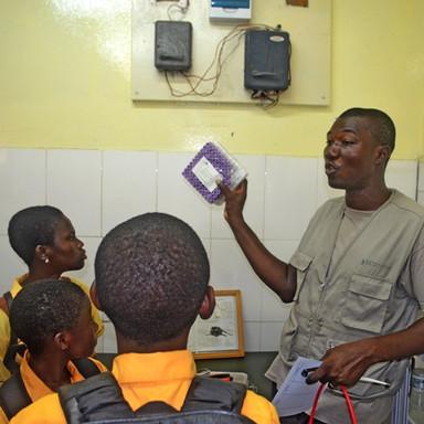 Field trip La Clinic Amrahia Sch In the Laboratory  (4).JPG