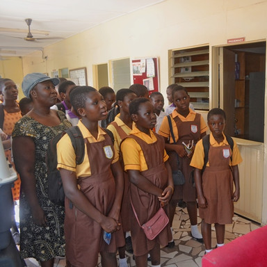 Field trip La Clinic Kwabenya & Amrahia  In he OPD, lectured on records taking of animals (6).JPG