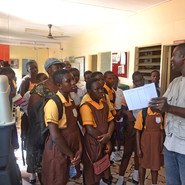 Field trip La clinic Kwabenya & Amrahia  In he OPD, lectured on records taking of animals (9).JPG