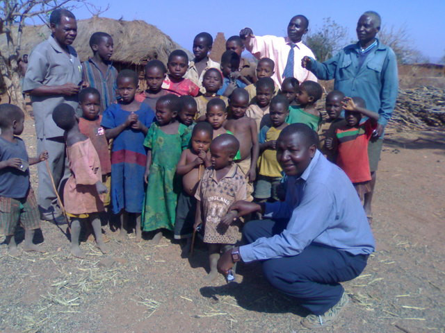 Children pose with Dr. Thomas