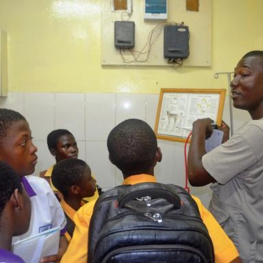 Field trip La Clinic Amrahia Sch In the Laboratory  (2).JPG