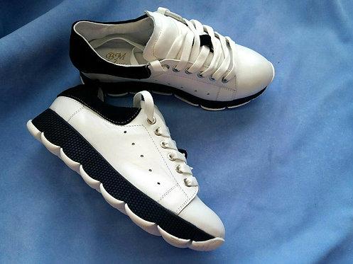 Полностью натуральные кроссовки белого цвета фото
