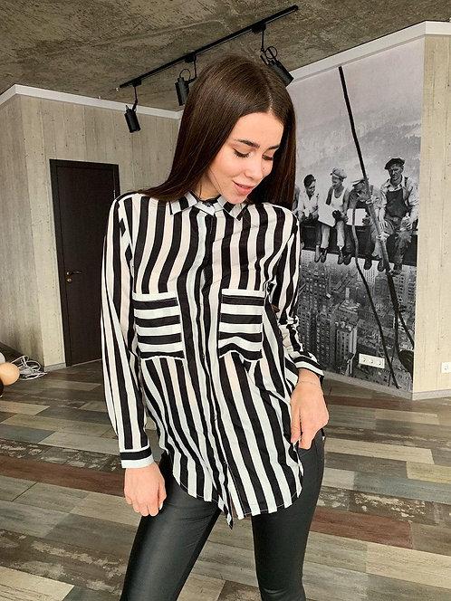 Удлиненная рубашка в черно-белую полоску фото