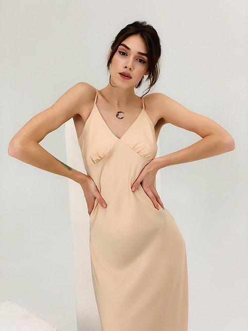 Нюдовое шелковое платье комбинация миди фото