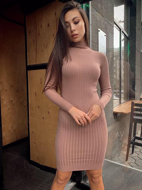 Облегающее платье гольф в рубчик фото