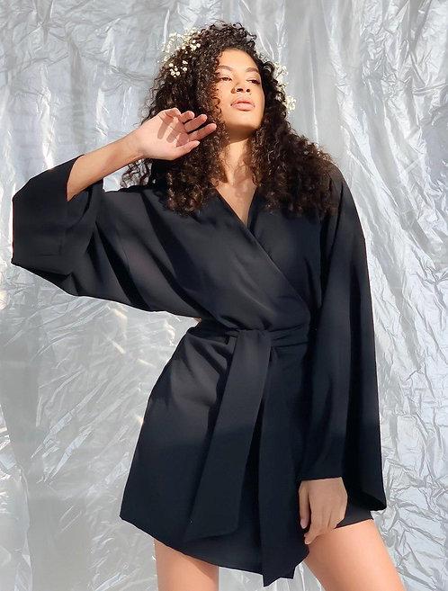 Черное короткое платье-кимоно из креп-шелка фото