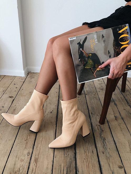 Кремовые текстильные ботильоны-чулки на каблуках Италия фото