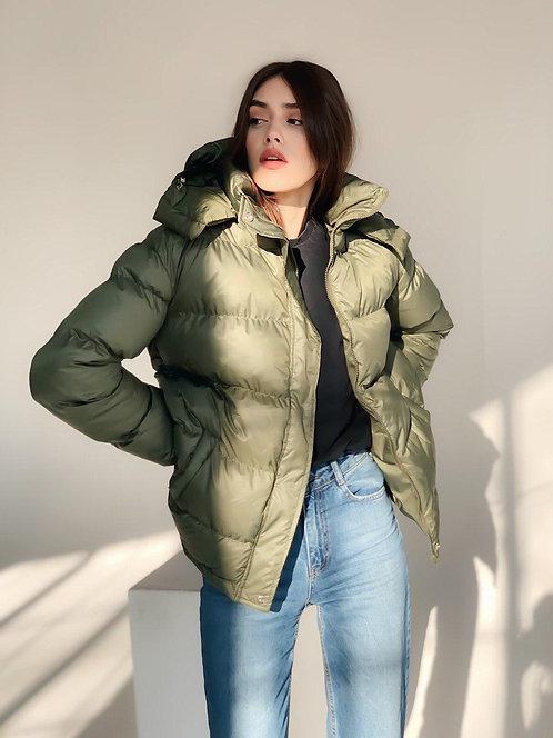 Короткая куртка хаки с поясом и капюшоном фото