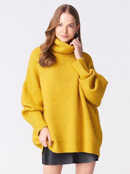 Горчичный свитер oversize с высоким горлом фото