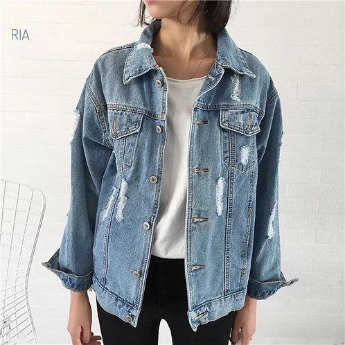 Джинсовая куртка с потертостями фото