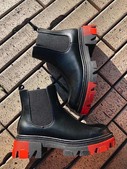 Черные ботинки челси с красными вставками на платформе Италия фото