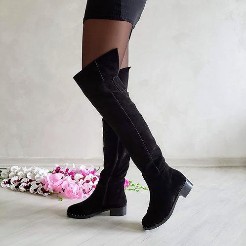 Черные натуральные замшевые ботфорты без каблука