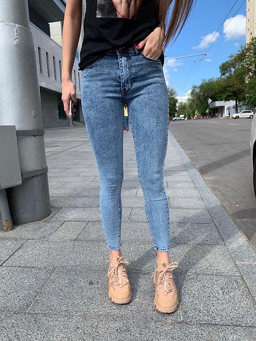 Голубые вареные джинсы скинни фото