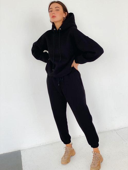 Теплый черный спортивный костюм с капюшоном фото