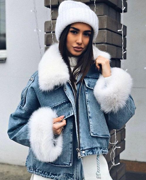 Джинсовая куртка со съемным белым мехом фото