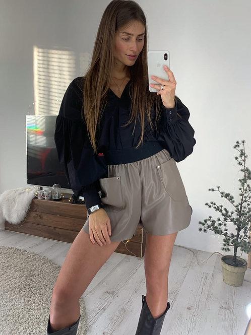 Свободные кожаные шорты высокой посадки фото