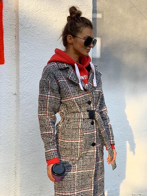 Серое шерстяное пальто миди в красную клетку фото