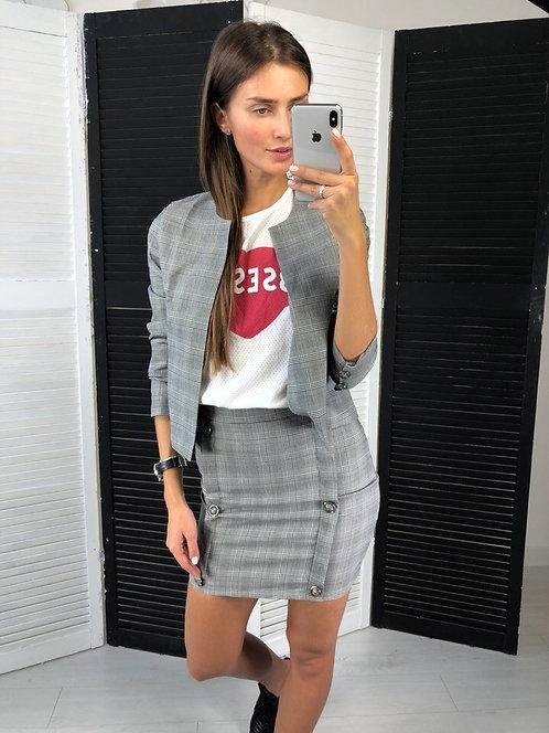 Костюм в клетку: короткий пиджак и юбка высокой посадки фото