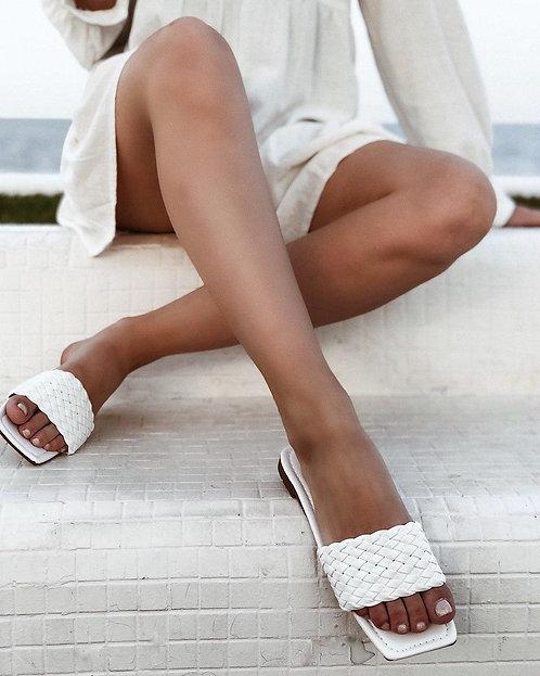 Белые плетеные шлепанцы в стиле Bottega Veneta Италия фото