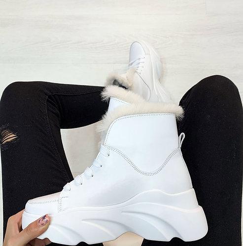 Белые зимние кожаные ботинки на спортивной платформе фото