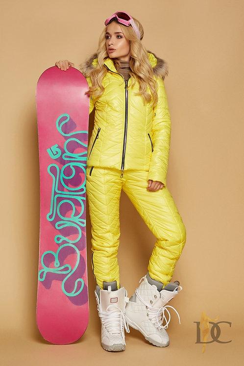 Желтый зимний лыжный костюм фото
