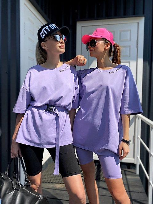 Сиреневый костюм футболка oversize с поясом и шорты велосипедки фото