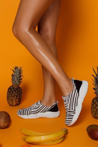 Натуральные черно-белые кожаные кроссовки зебра фото
