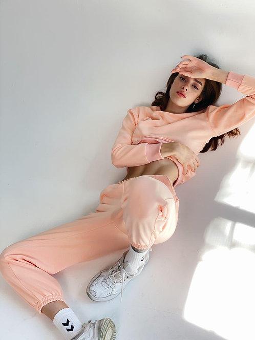 Розовый спортивный костюм с вышивкой фото