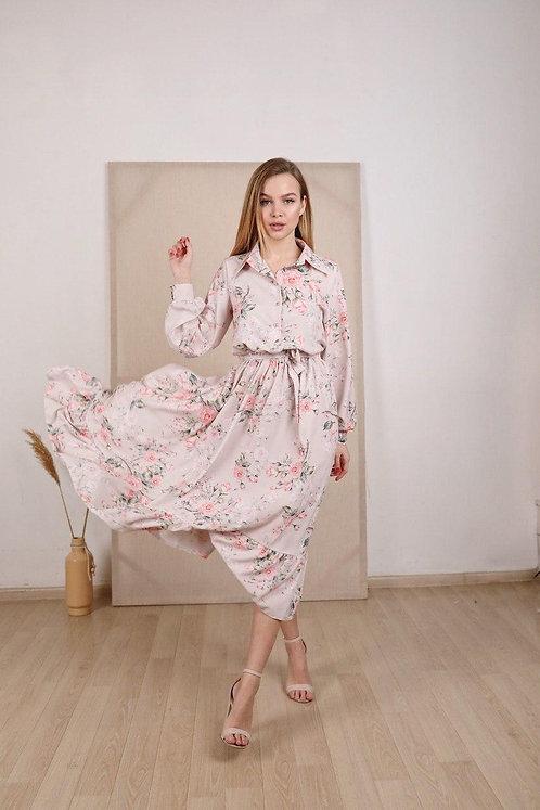 Пудровое платье миди в розовые цветы фото