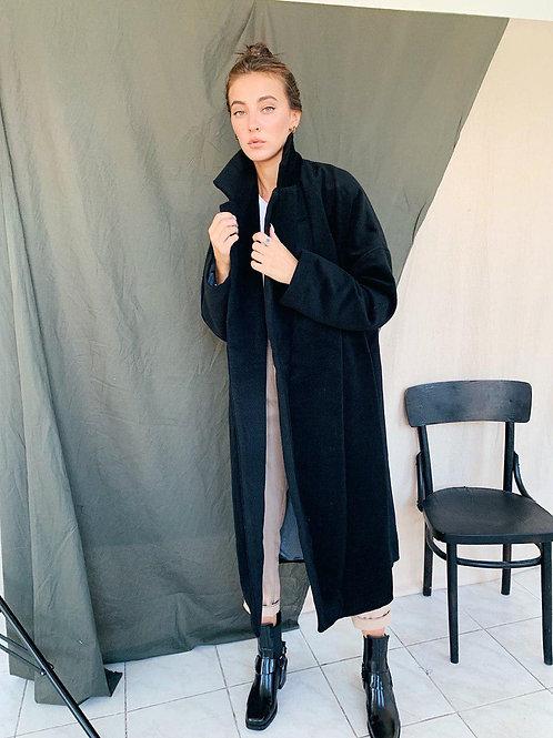 Черное демисезонное кашемировое пальто фото