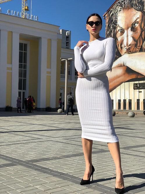 Силуэтный костюм в рубчик: то и юбка миди фото