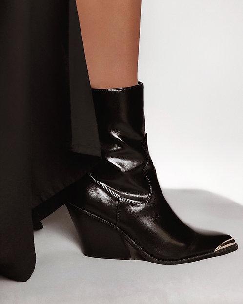 Черные кожаные ботинки казаки с металлическими вставками Италия фото