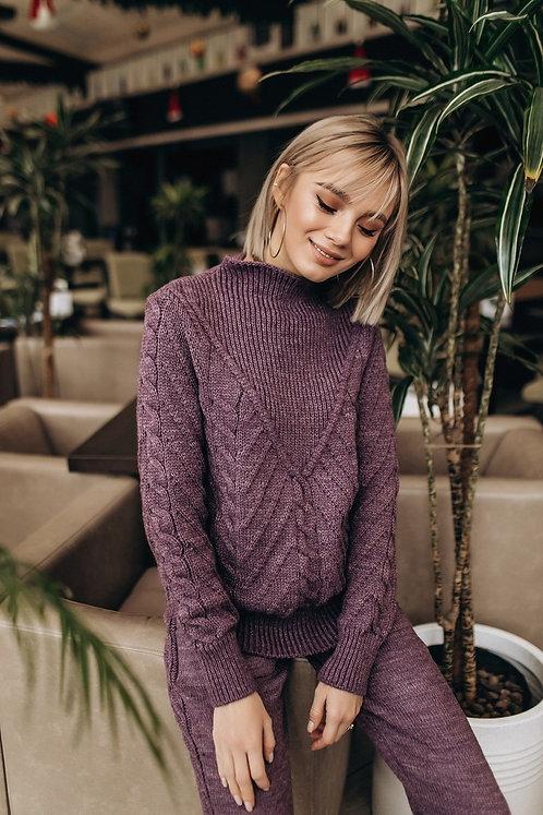 Фиолетовый шерстяной костюм с плетением в косы фото