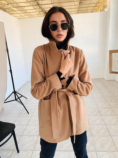 Кашемировое бежевое пальто-пиджак с поясом фото