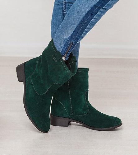 Натуральные замшевые ботинки с широким голенищем фото
