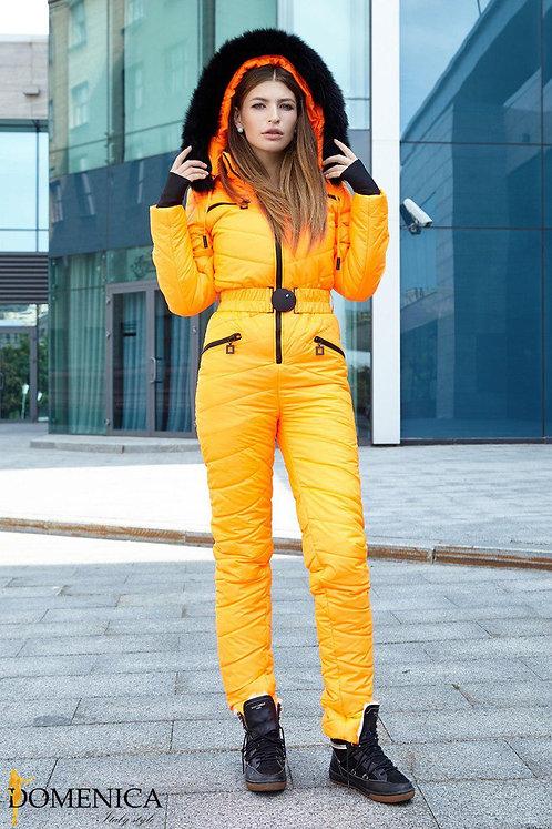 Оранжевый неоновый лыжный комбинезон с мехом песца фото