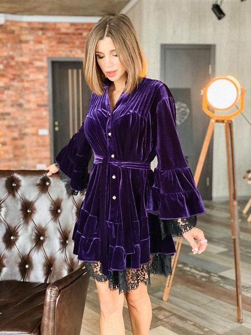 Ультрамариновое бархатное платье с кружевом фото