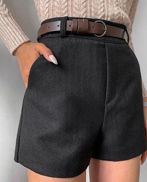 Плотные костюмные шорты с коричневым ремешком фото