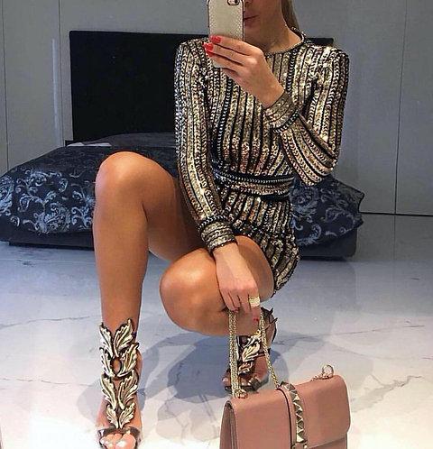 Золотое вечернее силуэтное платье в пайетках фото