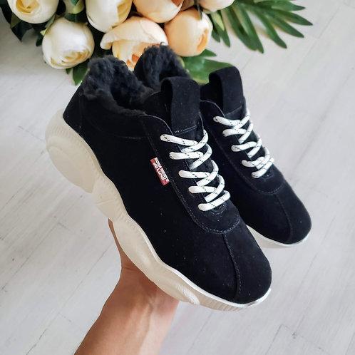 Черные натуральные замшевые зимние кроссовки с мехом фото