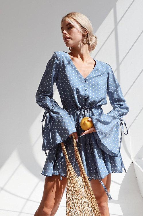Голубой комбинезон шортами в горошек фото