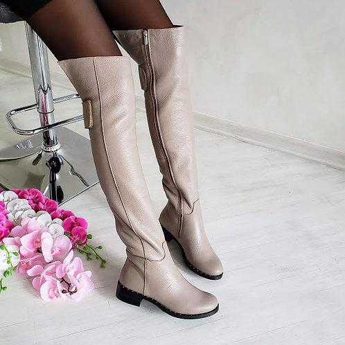 Бежевые натуральные кожаные ботфорты без каблука
