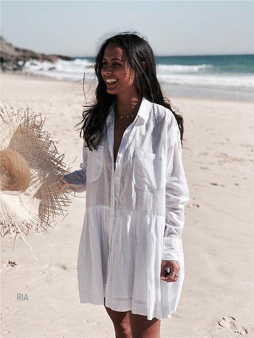 Белое пляжное платье-туника свободного кроя фото