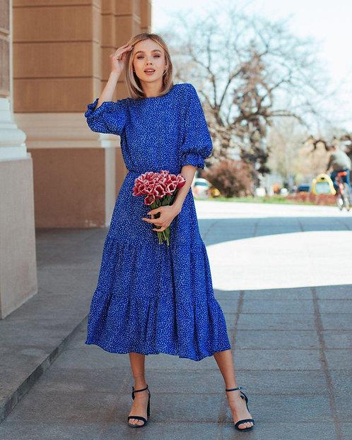 Длинное синее платье в мелкий горох с открытой спиной фото