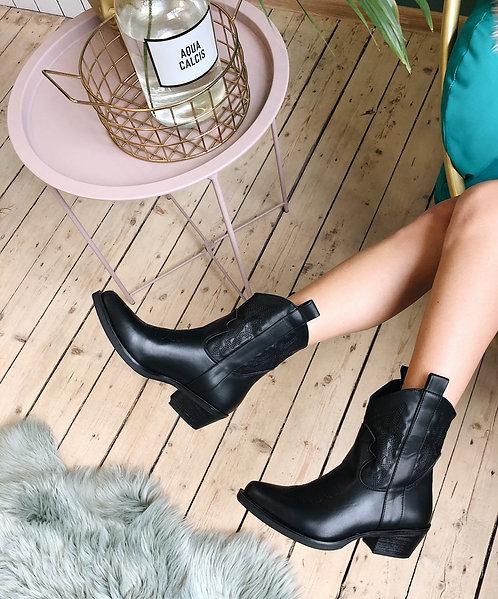 Черные итальянские ботинки казаки с вышивкой фото
