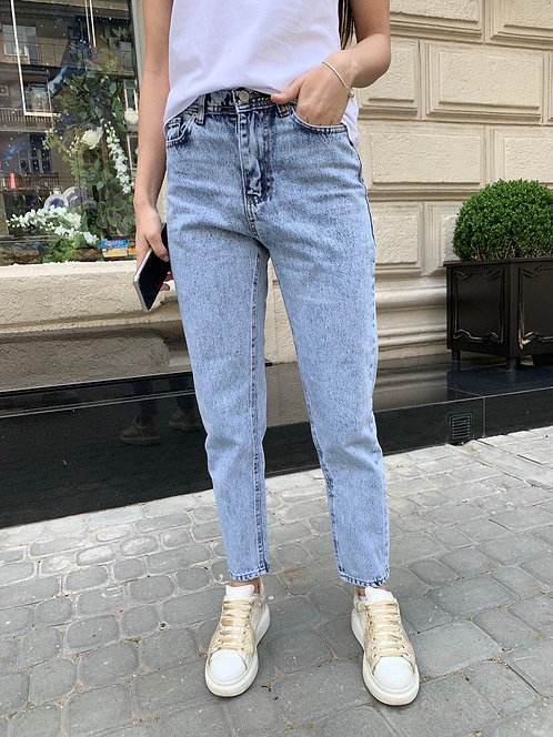 Светло-голубые вареные джинсы mom фото