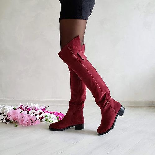 Бордовые натуральные замшевые ботфорты без каблука