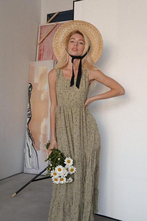 Длинный оливковый сарафан в цветочек фото