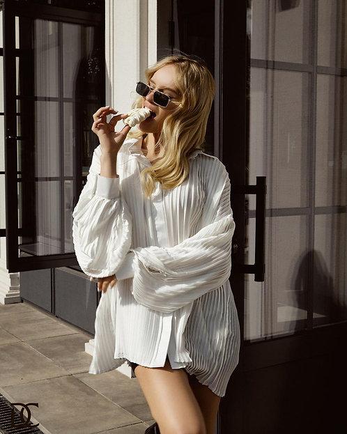 Шелковая белая плиссированная блузка фото