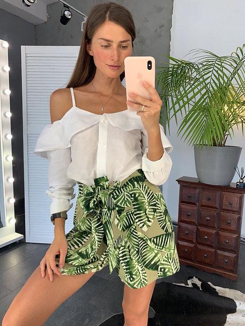 Костюм белая блузка и шорты в тропический принт фото
